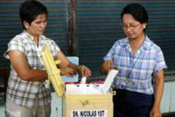 Philippines election - President Arroyo (right) voting
