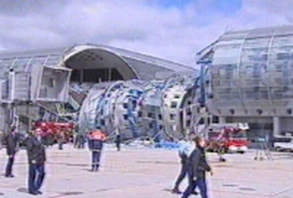 Paris - Accident at Charles de Gaulle