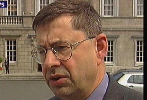 Éamon Ó Cuív - Involved in road crash