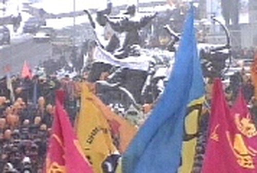 Kiev - Thousands protest over election