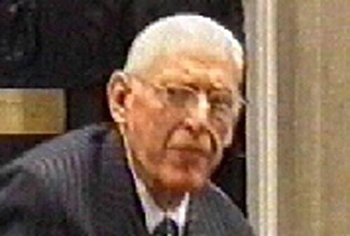 Dr Ian Paisley - Accepts Ahern's apology