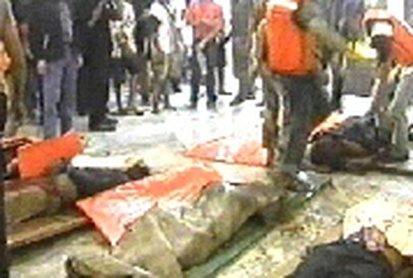 Death toll rises - Bodies at a street morgus in Sumatra