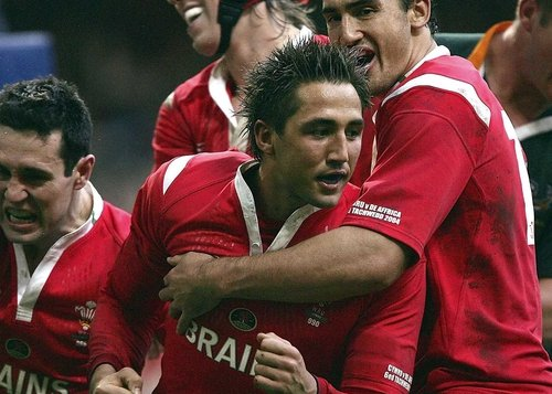 Gavin Henson is eager to quell any tensions in the Wales camp prior to his return to the international set-up