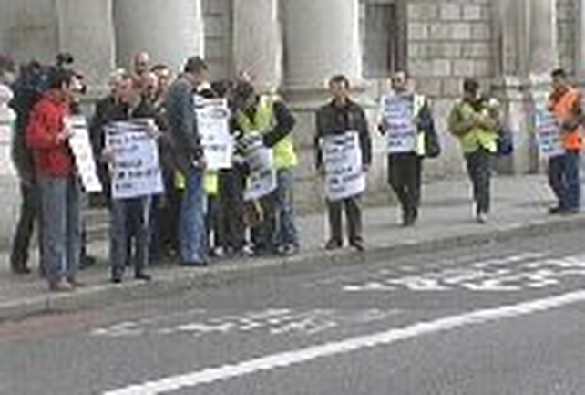 Gama workers - Protest at Four Courts