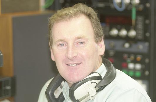 Jeaicí Mac Gearailt, tuairisceoir RTÉ Raidió na Gaeltachta.