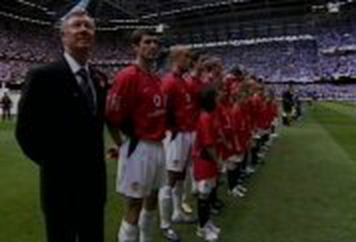 Alex Ferguson with Roy Keane and the rest of the Manchester United team