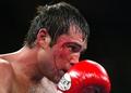 De La Hoya reclaims world title in Vegas