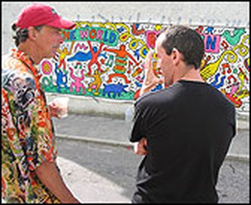 Ian Ponsford (l) with the mural
