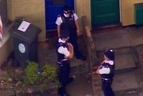 London - Police get more time to quiz suspects