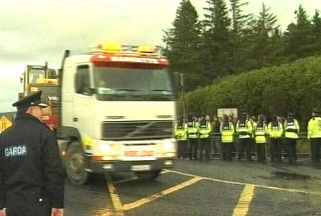 Corrib gas terminal - Workers escorted onto site