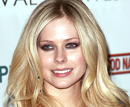 Lavigne - Pregnancy reports have been denied