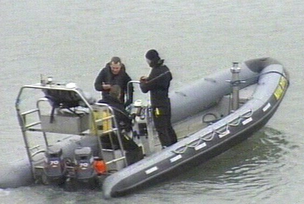 Divers - Weather hampers search