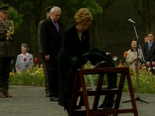 1916 Commemoration - President lays wreath