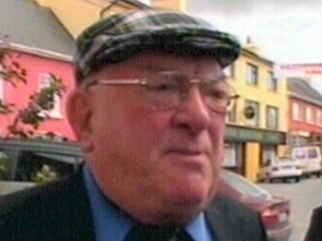 Jackie Healy-Rae - Signs deal with Ahern