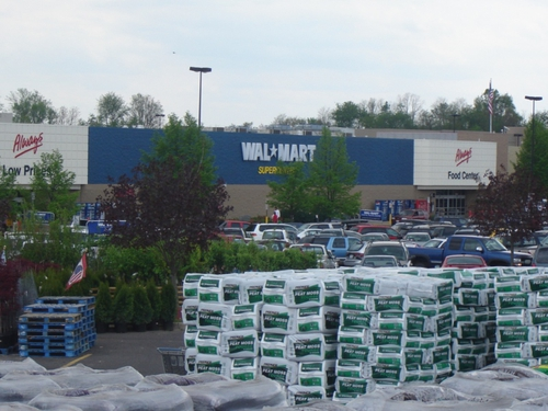 Wal-Mart results - Profits down 7.7%