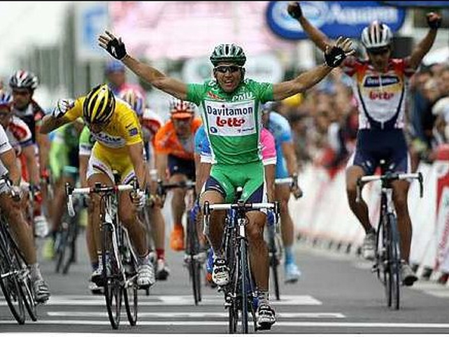 Robbie McEwen has won the opening stage of the Tour de France