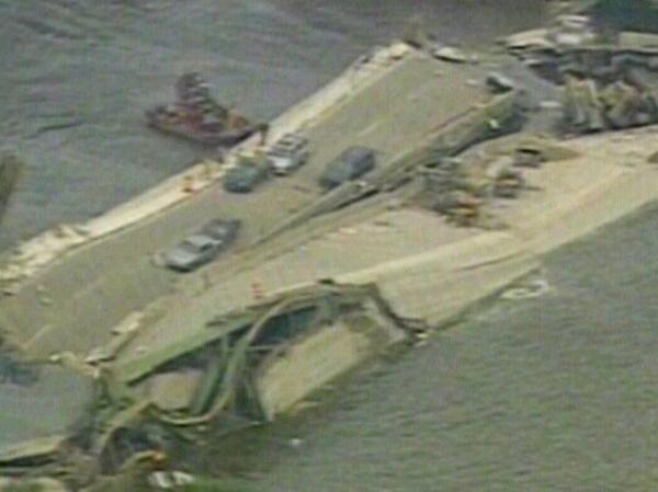 Minneapolis - Bridge over Mississippi collapses