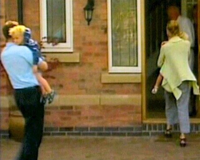 McCanns - Arrival at their home