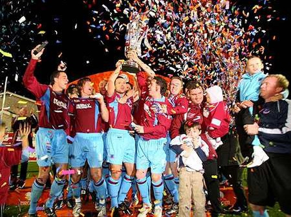 Drogheda United celebrate winning the eircom League of Ireland Premier Division