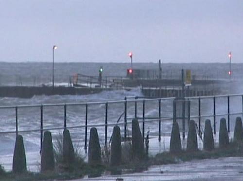 Britain - Flood fears ease