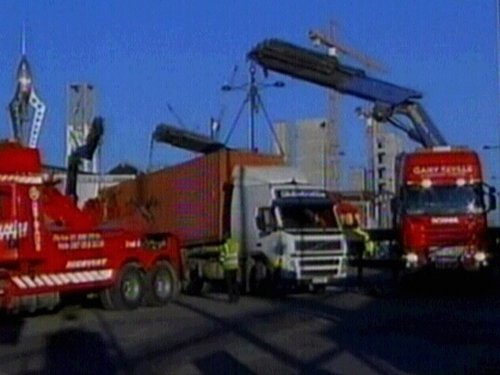 Eastlink Roundabout - Crane needed to right truck