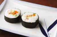 Temaka-Zushi (California Roll) - A delicious snack of fish and rice that is simple to prepare.