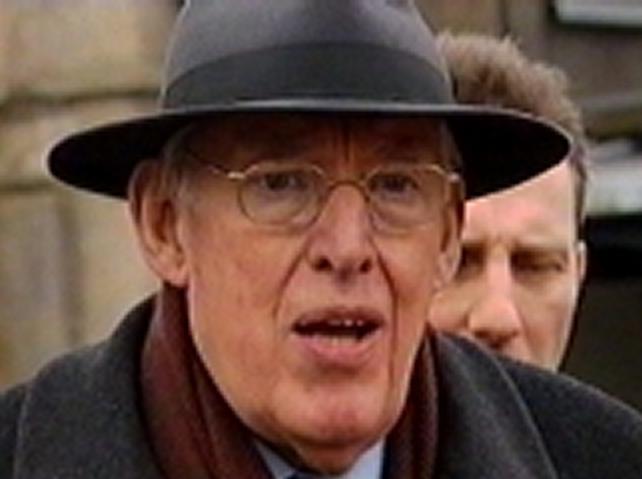 Ian Paisley - To step down