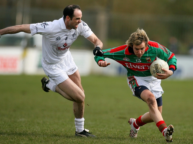 Dermot Earley tries to get to grips with Mayo's Conor Mortimer this afternoon