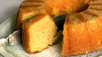 Olive Oil Cake with Almonds - The toasted flaked almonds