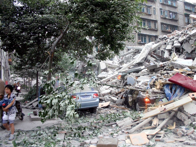 Chengdu - Aftershocks cause panic