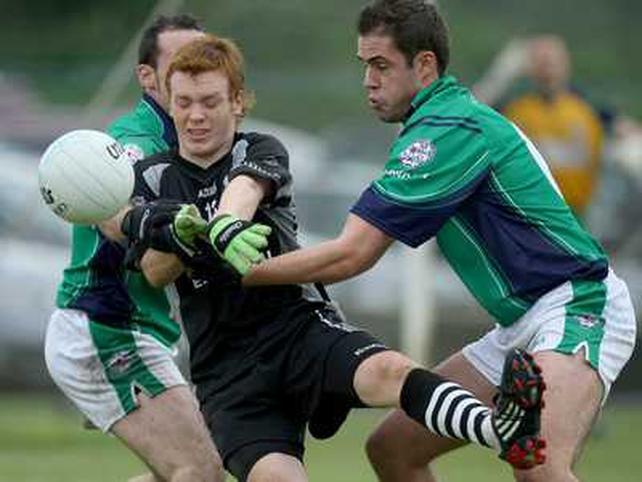 Sligo debutant Gary Gaughan is put under pressure by London's Roger Morgan and Eamon Ó Cuív