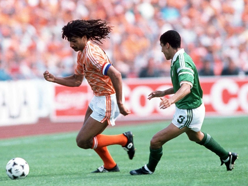 Ruud Gullit and Chris Houghton in the Ire v Netherland game at Euro '88