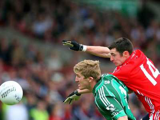 Cork's Donncha O'Connor Cork and Limerick's Johnny McCarthy contest the ball at the Gaelic Grounds