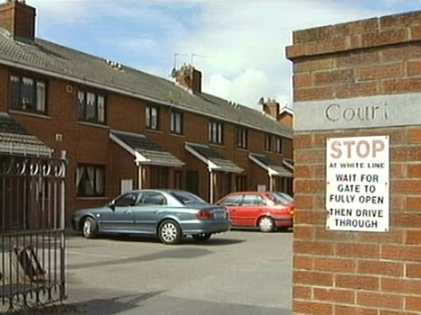 Limerick - Man's body found at apartment complex