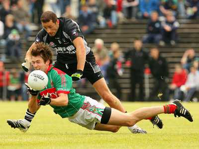 Mayo's Ronan McGarrity beats Sligo's Eamonn O'Hara to the ball