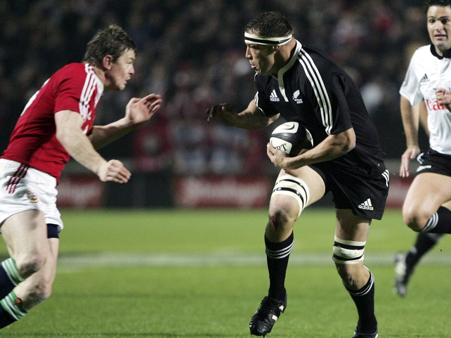 Jonno Gibbes in action against Brian O'Driscoll in 2005