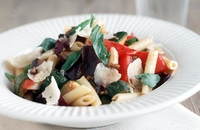 Pasta Box with Rainbow Vegetables - A delicious and healthy lunch.