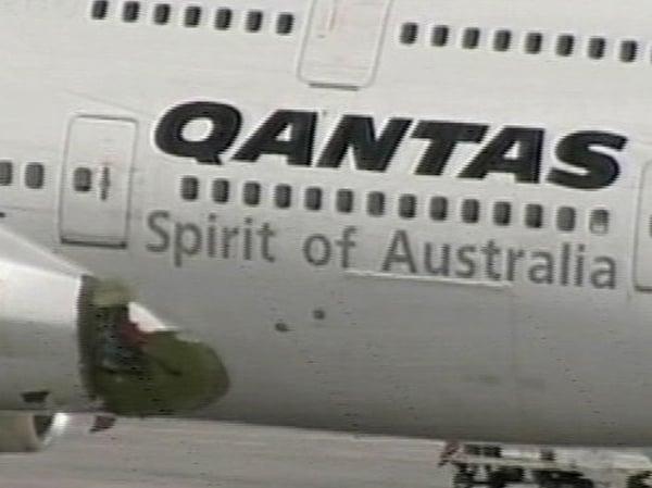 Qantas - Plane lands after decompression