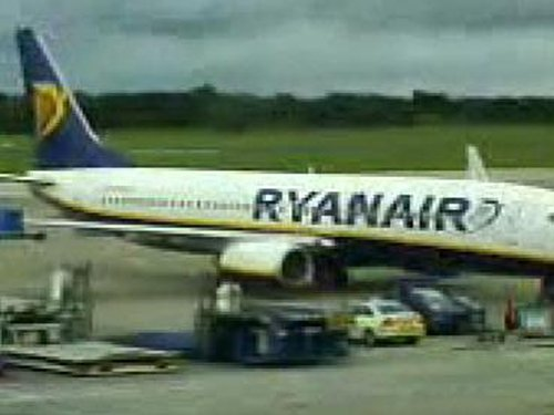 Dublin Airport - This plane had to return after takeoff - (Photo/Video: Brendan Duffy)