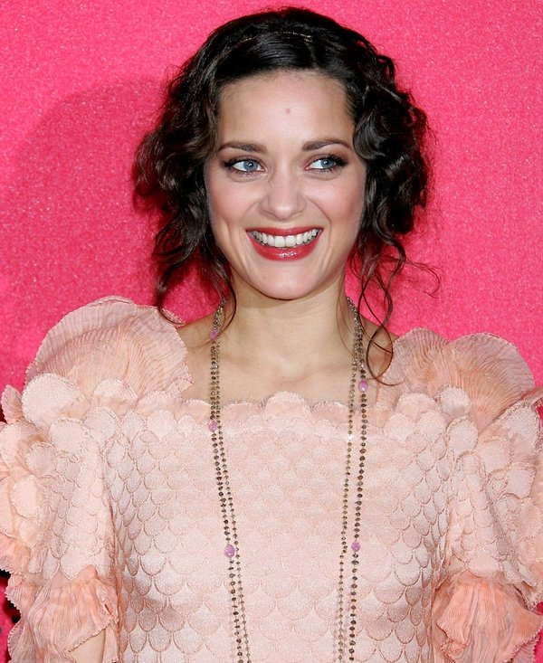 Cotillard - Pregnant with first child