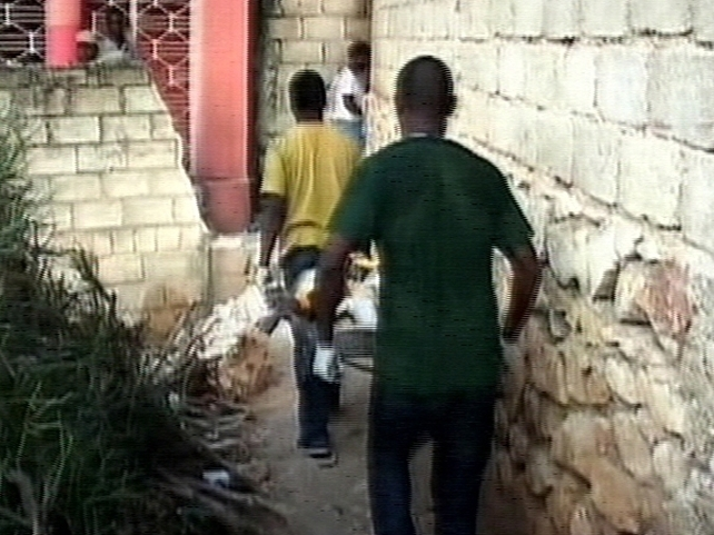 Haiti - Children & teachers trapped