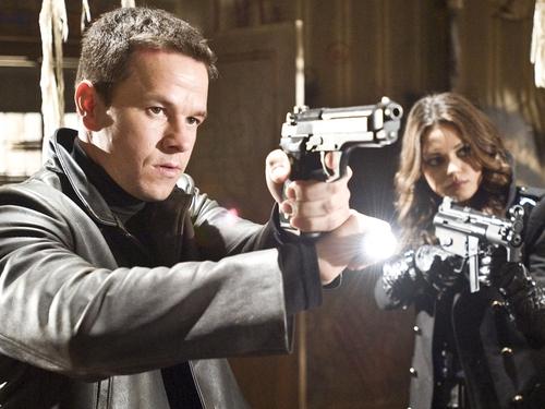 Wahlberg - Saves Max Payne