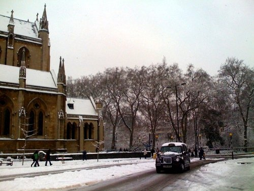 London - Up to 10cm of snow - (Pic: Aidan Cooney)