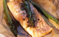 Salmon with Scallions, Asparagus and Carrots - A delicious salmon dish with just 400 calories.