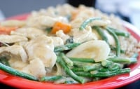 Green Chicken Curry - A delicious curry served with egg noodles.