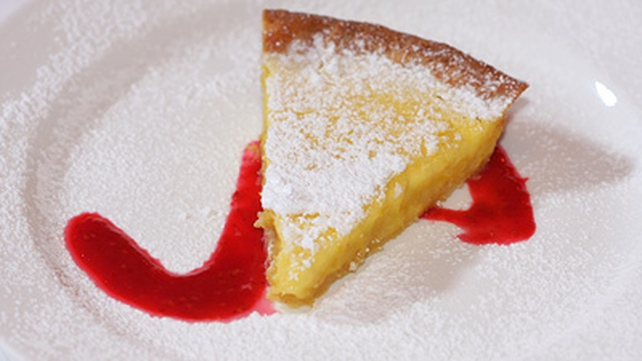 Lemon tart with a raspberry coulis