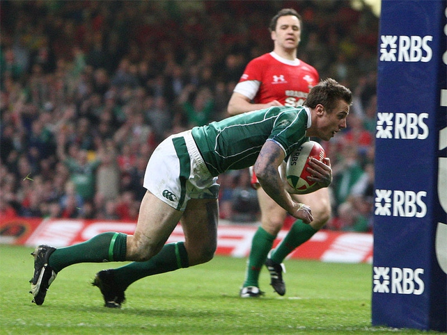 Tommy Bowe crosses the whitewash for Ireland's second try