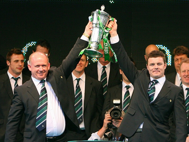 Declan Kidney and Brian O'Driscoll hold the RBS 6 Nations trophy aloft at the Mansion House
