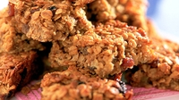 Apple and Sultana Flapjacks - The treat you don't need to feel guilty about.