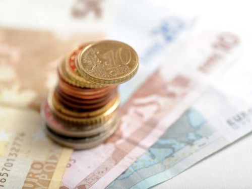 SFA survey - Half of small firms cut wages by 20%